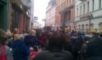 """Ca. 250 Teilnehmende zählte die Demonstration zum Aktionstag """"One Billion Rising"""" in Heidelberg"""